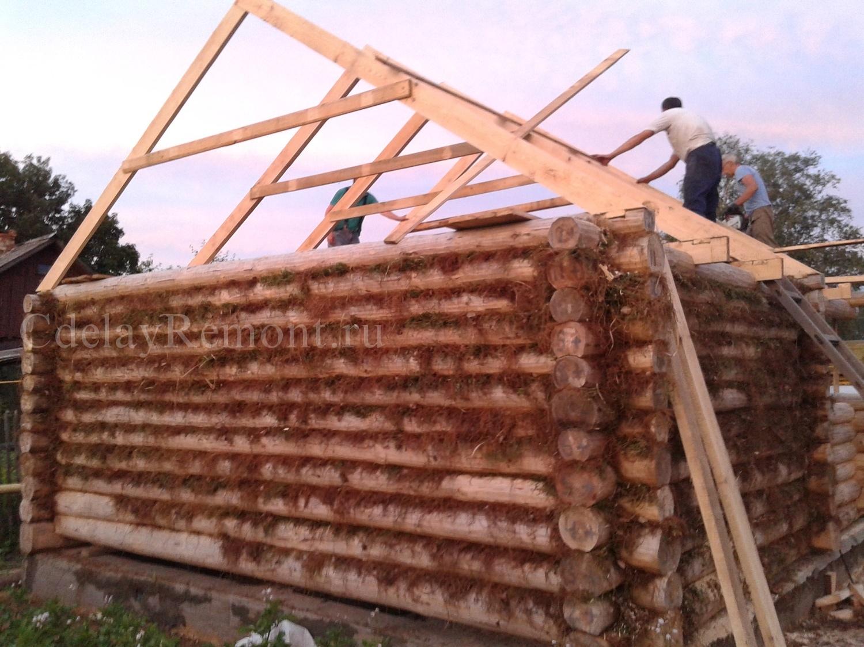 Установка стропил на крыше бани
