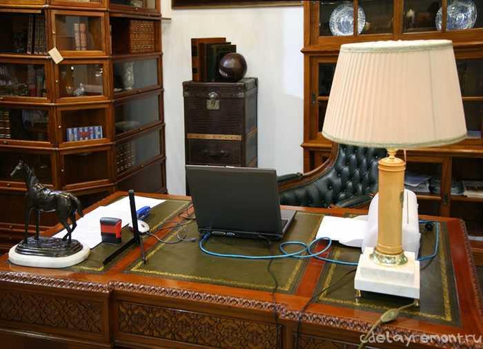 Стол - центральный элемент кабинета