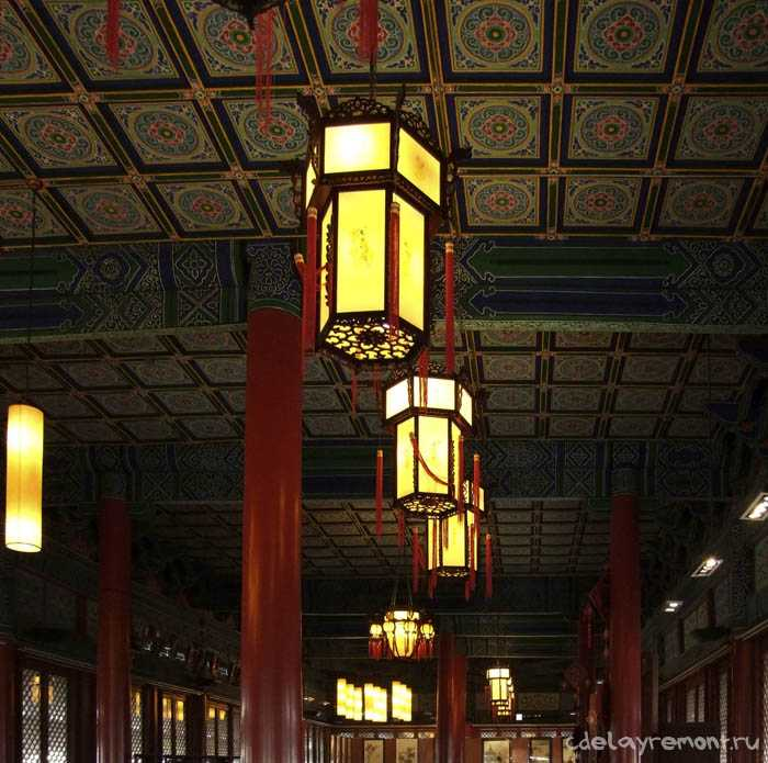 Потолок с китайским характером