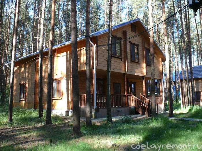 Большой деревянный дом из бруса