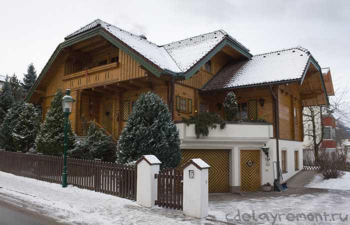 Большой деревянный дом