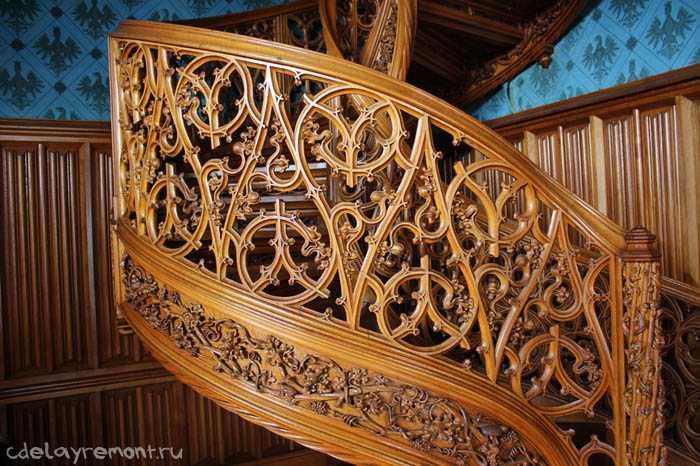 Ручная работа в изготовлении лестницы