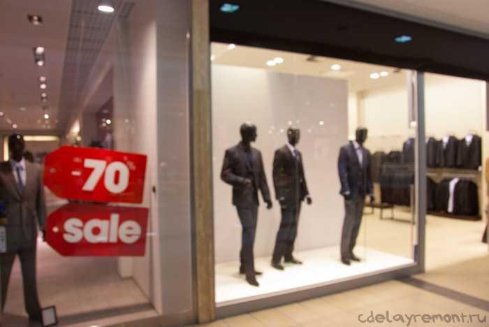Фотография магазина, торгующего одеждой для мужчин