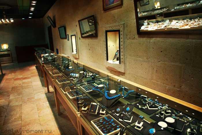 Вариант интерьера магазина, торгующего ювелирными изделиями