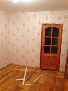 Старая дверь в спальне