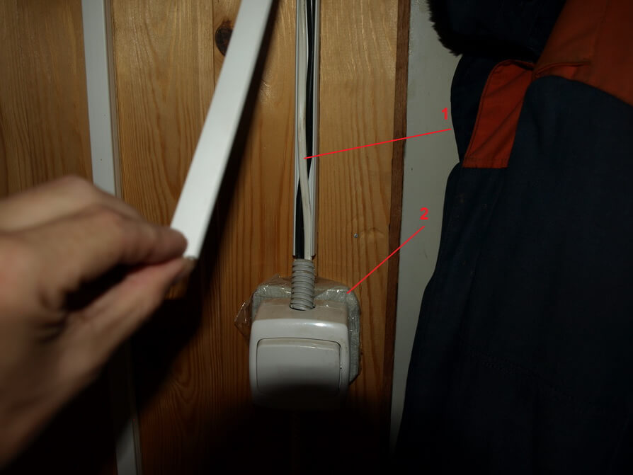 Наружная прокладка электропроводки в деревянном доме