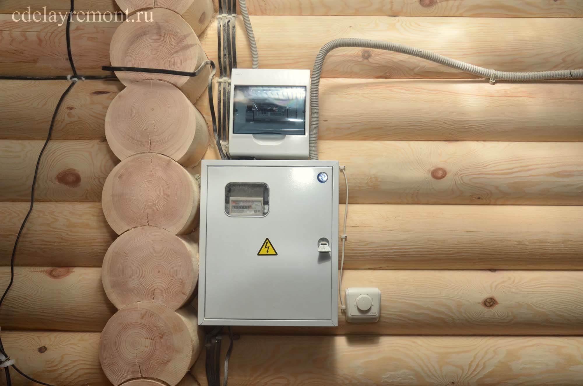 ПЛЭН: регулятор температуры и провода, подключенные к щитку