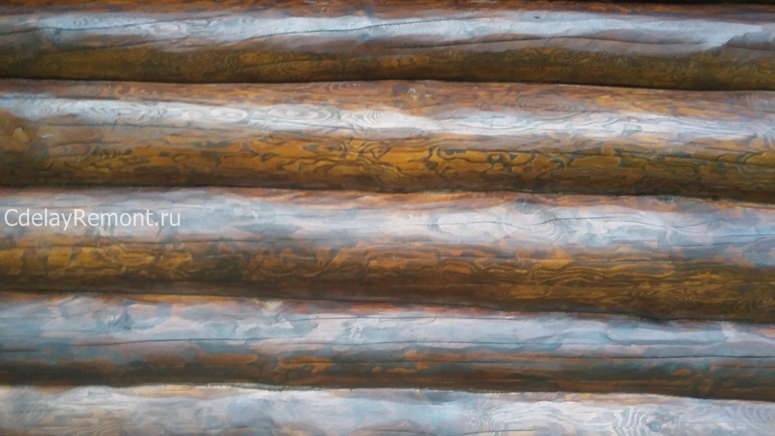 Второй слой лессирующего состава на шлифованных бревнах